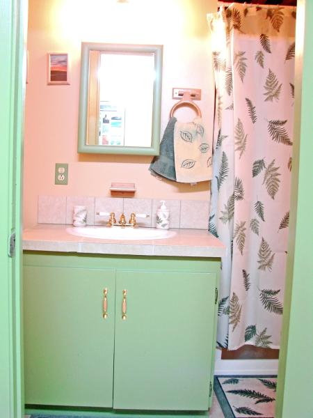 Hotel Pictures: Narwal B&B, Yellowknife