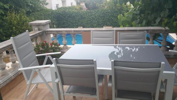 Hotel Pictures: La Vinya Holiday House, La Secuita