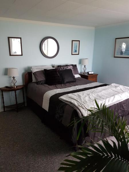 Hotel Pictures: Wood Creek Cottage Bed and Breakfast, Campbell River