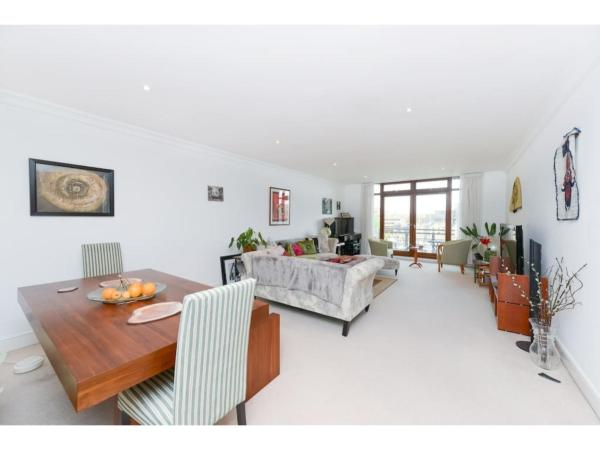 Hotel Pictures: Stylish two bedroom flat close to the river, Hendon