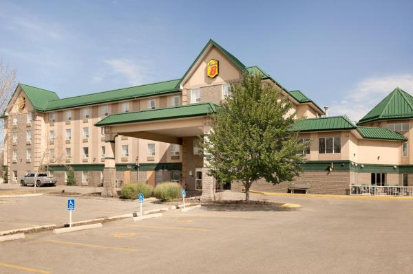Hotel Pictures: Super 8 Calgary/Shawnessy, Calgary