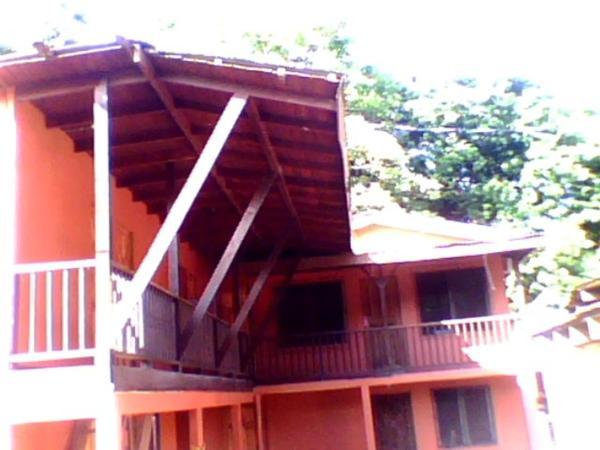 Hotel Pictures: Salty Pelican Inn & Pub, Nosara