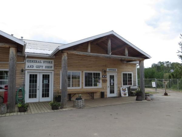 Hotel Pictures: Country Roads RV Park, Grande Prairie