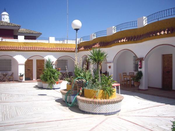 Hotel Pictures: Hostal Mini Golf, Los Canos de Meca