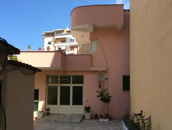 Фотографии отеля: Andi Apartment, Тирана