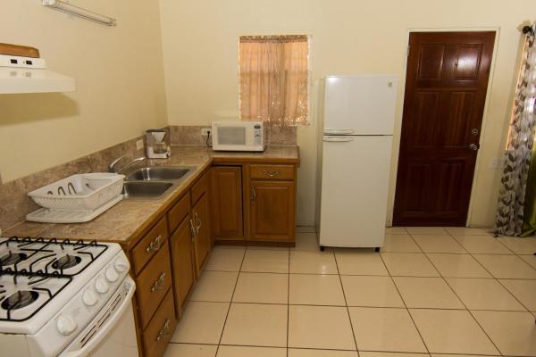 Zdjęcia hotelu: Connie's Comfort Suites, Saint John's