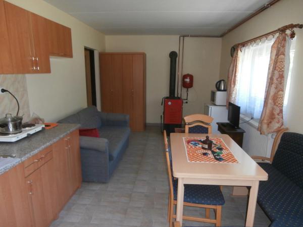 Hotel Pictures: Vila Jaro, Chocerady