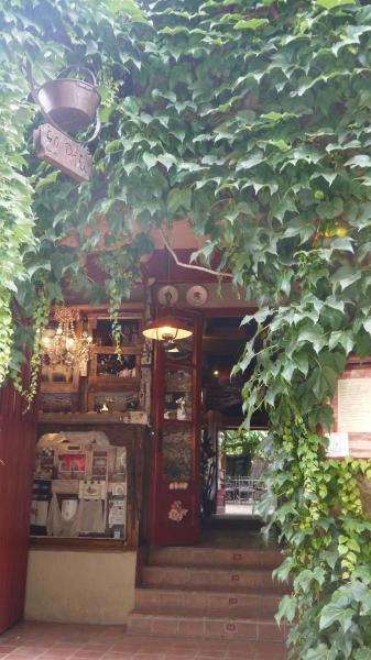 Hotel Pictures: Hotel Restaurant El Pati, Peratallada