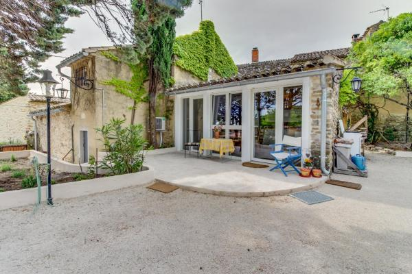Hotel Pictures: Provence Dream Chalet, Uchaux