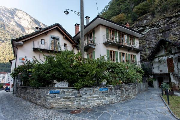 Hotel Pictures: Garni Ca' Stella, Bignasco