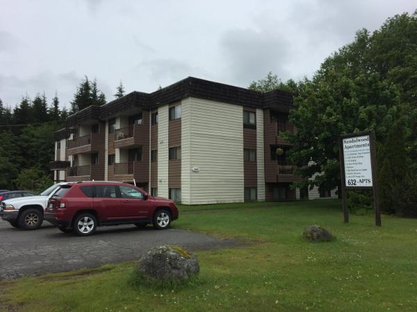 Hotel Pictures: Sandalwood - 90 Baxter, Kitimat