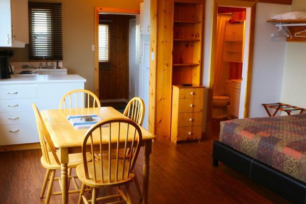 Hotel Pictures: Auberge Motel 4 Saisons, Blanc-Sablon