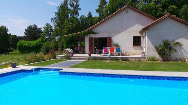 Hotel Pictures: Villa Du Chant Des Oiseaux, Bussière-Galant