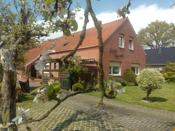 Hotel Pictures: Bed & Breakfast Sara's Rosenhof, Rhauderfehn