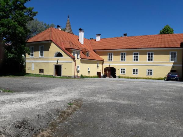 Hotel Pictures: Zamek Jindrichovice, Kolinec
