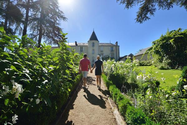 Hotel Pictures: Les Lodges du Parc de la Belle, Magne