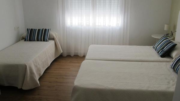 Hotel Pictures: Hostal Onteniente, La Mamola