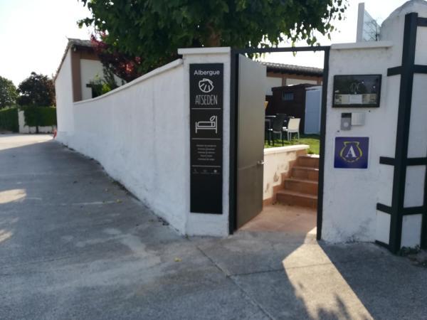 Hotel Pictures: Albergue-Hostel Atseden, Obanos