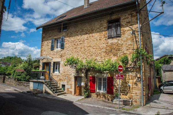 Hotel Pictures: Arbois 1876 appartement, Arbois