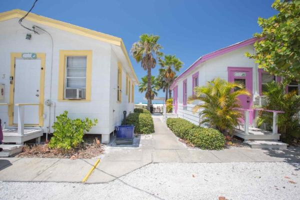 Fotos de l'hotel: 3 - Seahorse Cottages, St Pete Beach