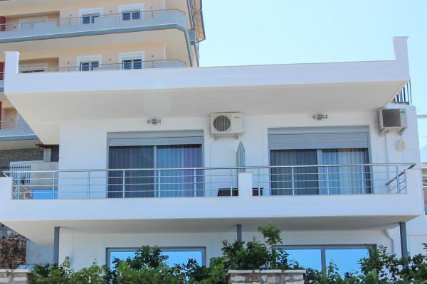 Hotel Pictures: Studio Apartments Paola, Gjashtë