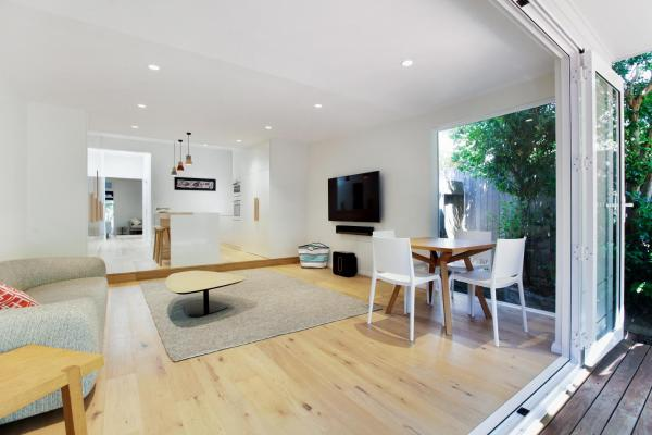 Foto Hotel: Stylish family home 10 min walk to Fairlight beach, Sydney