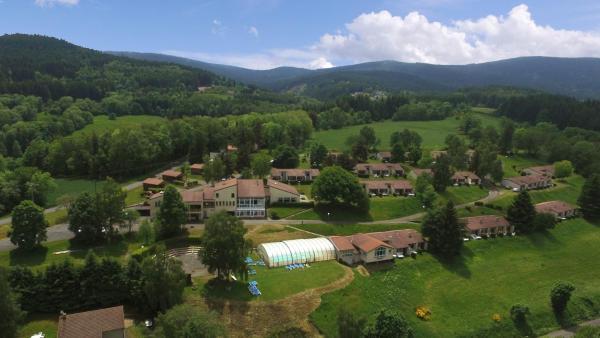 Hotel Pictures: VVF Villages Saint-Jean-la-Vetre, Saint-Jean-la-Vêtre