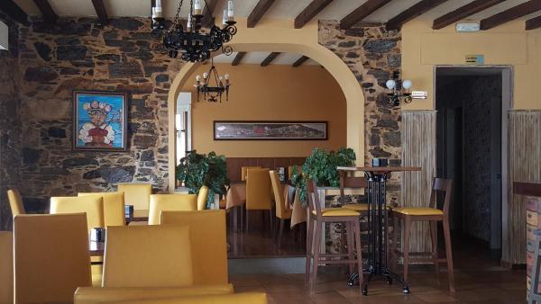 Hotel Pictures: Hostal O Forno, Porto do Barqueiro