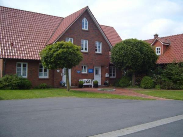 Hotel Pictures: Landhaus-Nordseetraum-Whg-DG-2, Vollerwiek