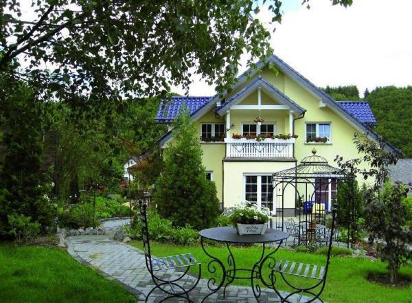 Hotel Pictures: Eifelferien-Ferienwohnung-Haus-Eden, Arft