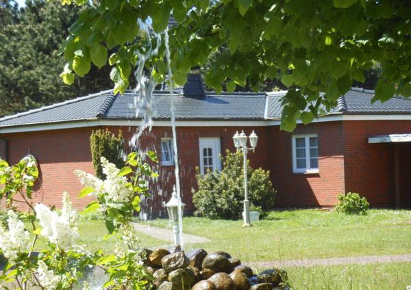Hotel Pictures: Bungalow-Lerchennest, Wittdün