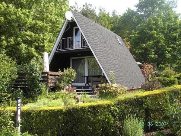 Hotel Pictures: Ferienhaus-Rosensteig-127-im-Eichwald, Gossersweiler-Stein