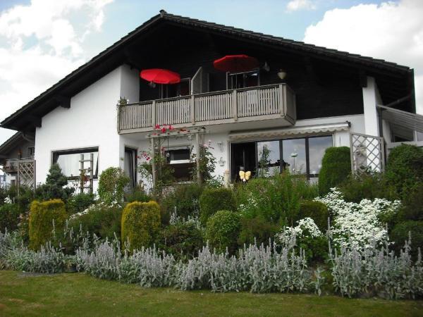 Hotelbilleder: Ferienhaus-Holzapfel-Ferienwohnung-Sonnenwiese, Geiersthal