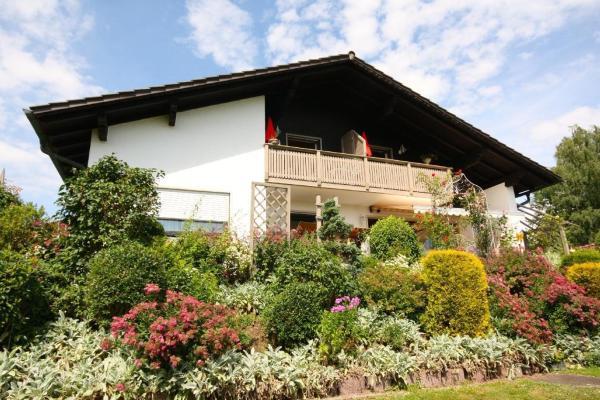 Hotel Pictures: Ferienhaus-Holzapfel-Ferienwohnung-Sonnengarten, Geiersthal