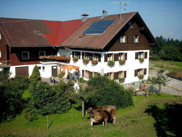 Hotel Pictures: Ferienhof-Fink-Ferienwohnung-Gaensebluemchen, Opfenbach