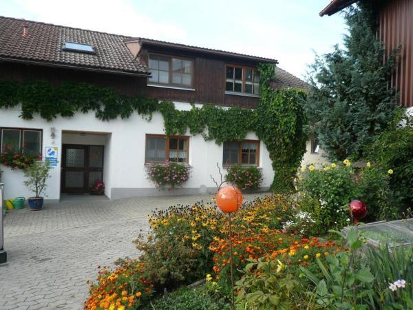 Hotel Pictures: Ferienhof-Fink-Ferienwohnung-Sonnenblume, Opfenbach