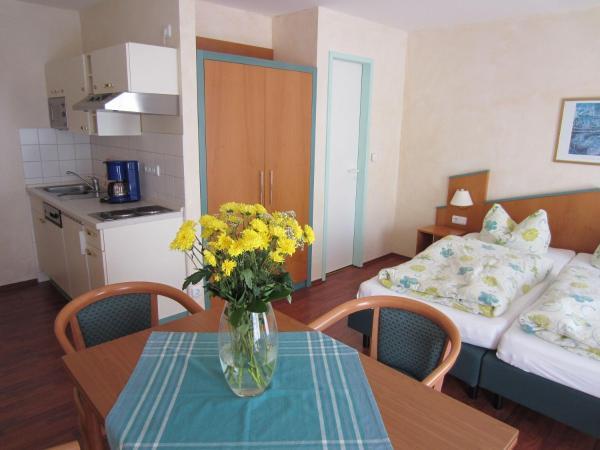 Hotel Pictures: Mole-3-Raum-Ferienwohnung-fuer-6-Personen-in-der-KYP-Yachthafen-Residenz, Wiek auf Rügen