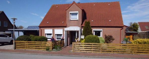 Hotel Pictures: Haus-Sonneninsel-Appartement-3, Puttgarden