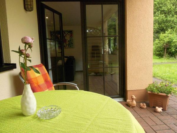 Hotelbilleder: Sutterrain-Ferienwohnung-Seerose, Arzfeld