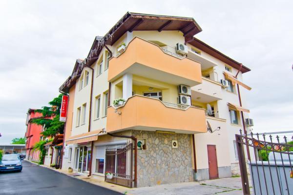 Hotel Pictures: Family Hotel Victoria Gold, Mineralni Bani