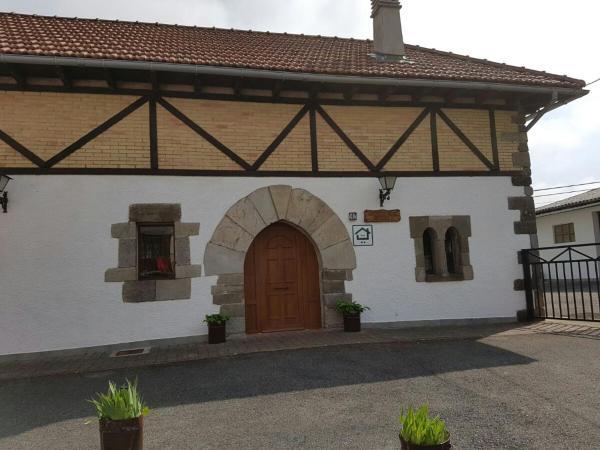 Hotel Pictures: Casa Rural Oihan - Eder, Espinal-Auzperri