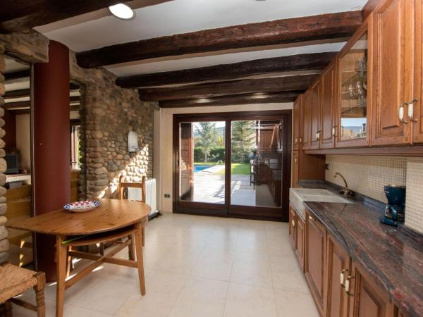 Hotel Pictures: Holiday Home Can Oscar, La Seu dUrgell
