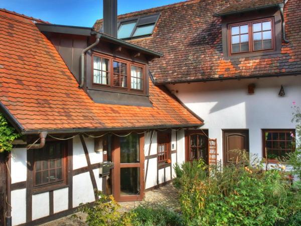 Hotelbilleder: Ferienhaus-Schwarzwald-Imbirkenweg-bei-Strassburg-Europapark-fuer-1-12-Personen, Rheinau