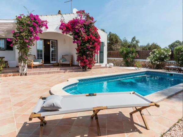 Hotel Pictures: Villa 6 personnes avec piscine - Minorque, Trebeluger