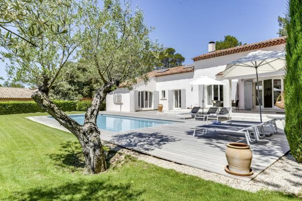 Hotel Pictures: Beautiful Villa on the Pont Royal Golf Course, Mallemort