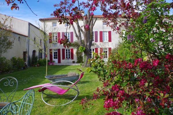 Hotel Pictures: Le Logis de la Poupeliere, Vouhé