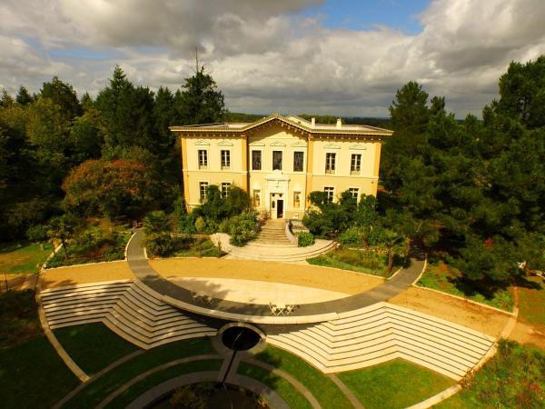 Hotel Pictures: Chateau de Bézyl, Sixt-sur-Aff