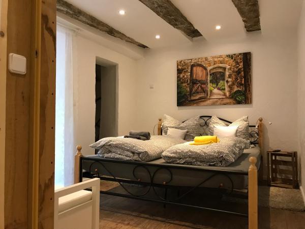 Hotel Pictures: Ferienwohnung-Goldener Winkel, Holzminden