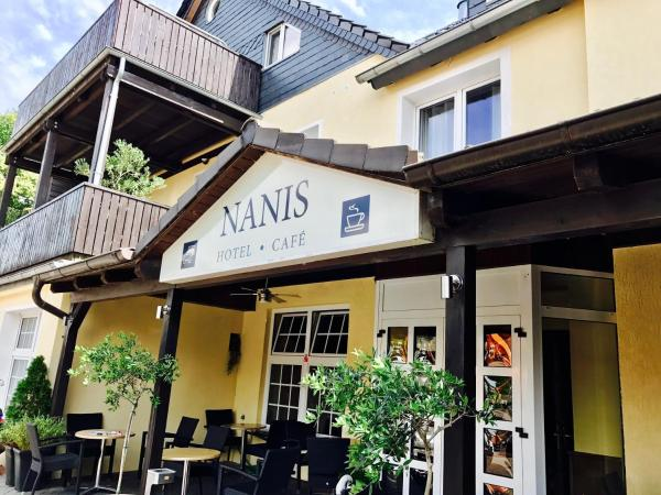 Hotel Pictures: Nanis Hotel & Appartements, Steinhude