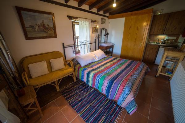 Hotel Pictures: Hatzikyprianou Museum Studio, Gourri